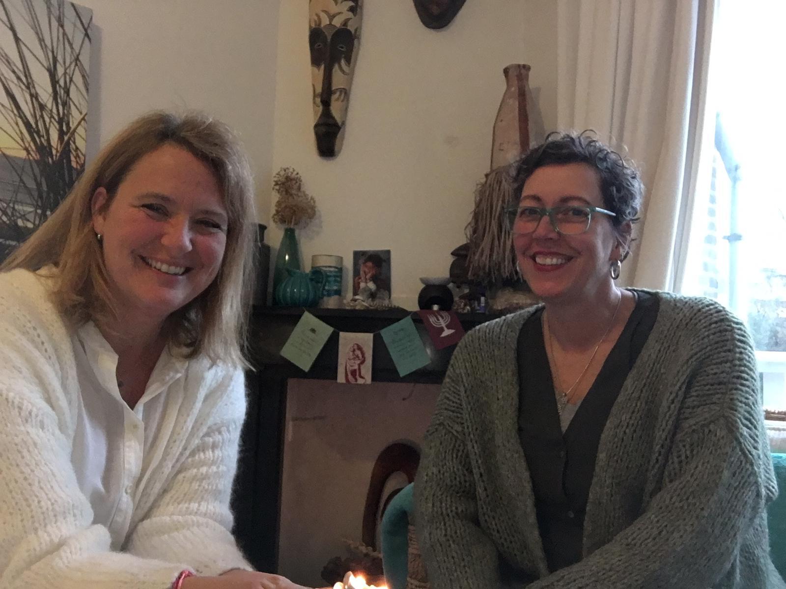 Jet en Dymphna praten over moeders en het moederschap